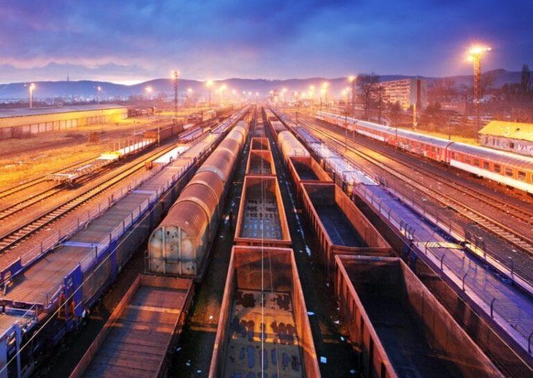 Rautatiekuljetukset illalla