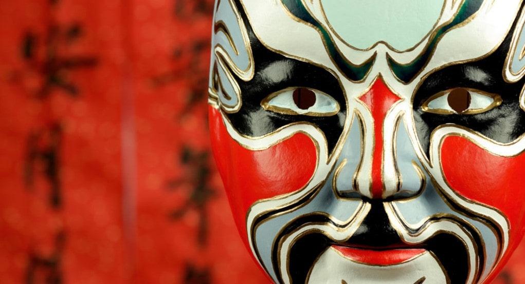 Punainen hymyilevä ooppera maski